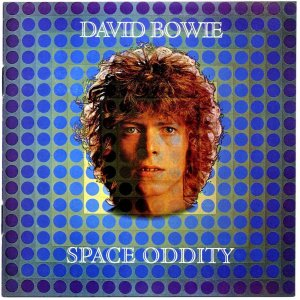 Capa do álbum Space Oddity (1969).