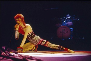 david-bowie-ziggy-stardust-performance (1)