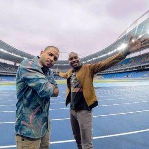 """O rapper Projota e o cantor Tiaguinho em cena do videoclipe da canção """"Alma e Coração"""" tema da Olimpíada Rio 2016."""